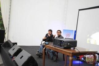 Con Sergio Amira conversando acerca de su experiencia como escritor